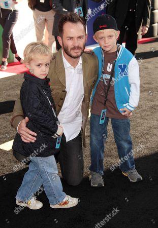 Greg Ellis with children