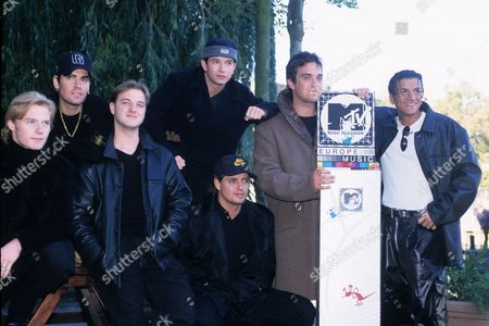 Boyzone - Ronan Keating, Shane Lynch, Mikey Graham, Stephen Gately, Keith Duffy with Robbie Williams and Peter Andre at London Headquarters of MTV
