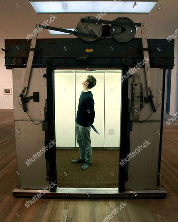'Elevator' by Gabriel Orozco