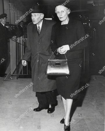 Lord And Lady Attlee At London Airport 1963 Clement Richard Attlee 1st Earl Attlee Kg Om Ch Pc Frs (3 January 1883 ? 8 October 1967) Was A British Labour Politician Who Served As The Prime Minister Of The United Kingdom From 1945 To 1951 And As The Leader Of The Labour Party From 1935 To 1955. He Was Also The First Person To Hold The Office Of Deputy Prime Minister Under Winston Churchill Violet Attlee Countess Attlee (nae Millar) (20 November 1895 ? 7 June 1964) Was The Wife Of British Prime Minister Clement Attlee.