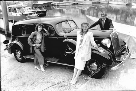 Actors From Television Programme 'howards Way' (l-r) Susan Gilmore Sarah-jane Varley And Maurice Colbourne With The Black Buick Limousine Car Once Owned By The Duke Of Windsor.