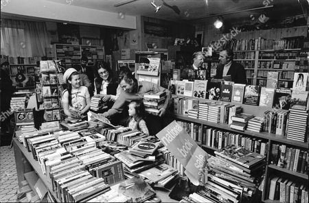 Film Director Bryan Forbes And Wife Actress Nanette Newman In The Book Shop In Virginia Water That Bryan Has Bought And Turned Around. Also In The Picture Are Daughters Sarah Forbes (11) Emma Forbes (9) And Customers Frank Muir And David Williams (film Producer)