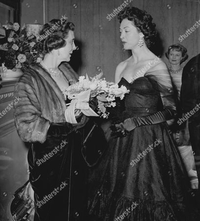 The Duchess Of Kent Talking To Mrs. Jack Buchanan Ahead Of The Midnight Show At The Palace Theatre London. The Show Norman Wisdom's Comedy 'where's Charley?' Was A Tribute To The Late Jack Buchanan To Launch A Cancer Research Fund In His Name.