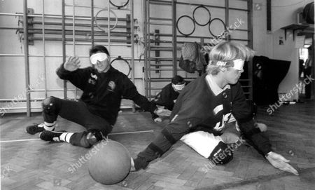Wimbledon Fc Players Scot Fitzgerald And Warren Barton In Blindfolds Test Goalball; Game Designed For The Blind 1994.