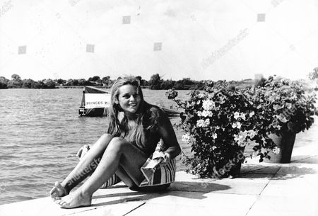 Singer Actress Dana Gillespie At Ashford Watrer Skiing Club In 1966. *no Full Date Given*