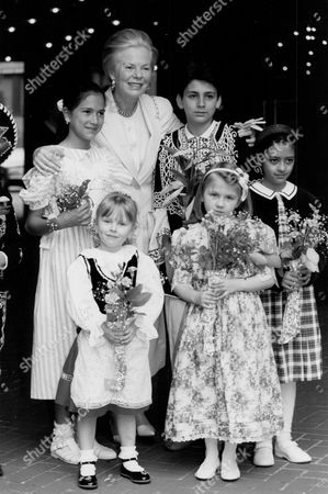 Katharine Duchess Of Kent With A Group Of Children At The Opening Of The Spring Fair At Kensington Town Hall. Profits Go To The International Social Service Which Supports Cross-border Social Work Involving Children.