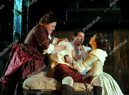 Beverly Rudd as Lucy Lockit, Dave Caves as Captain Macheath and Flora Spencer-Longhurst as Polly Peacham