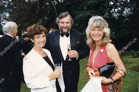 Author Sheridan Morley Who Died February 2007 Seen Here With His Wife Ruth Leon And Jilly Cooper At A Party Held To Celebrate The 25th Wedding Anniversary Of Jeffrey Archer.
