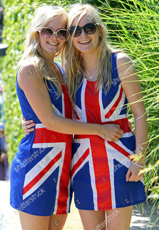 Wimbledon Tennis Championships .... Andrew Murray Fans Alice Bell 17 And Natalie Pain 18yrs