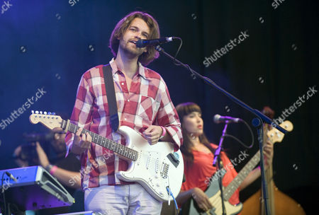 Stock Picture of Guillemots - Fyfe Dangerfield and Aristazabal Hawkes