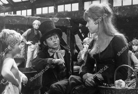 SHANI WALLIS, MARK LESTER AND JACK WILD FILMING 'OLIVER',