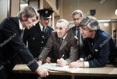 Stock Image of John Carlisle as Colin Walker, Paul Eddington as Police Inspector, Philip Latham as Peter Dawson, Charles Rea as Foreman and Robert Beatty as Mr Zeeder