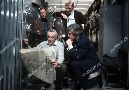 Ron Pember as welder, Roy Hanlon as Jarvis, Philip Latham as Peter Dawson and Robert Beatty as Mr Zeeder