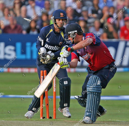 Robert Key of Kent is bowled by Ravi Bopara of Essex
