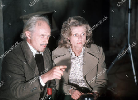 Michael Bryant as Jeremy Dent and Mary Peach as Janet Pierce