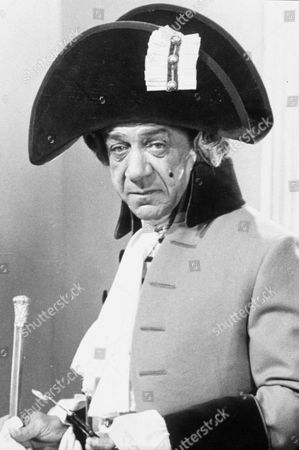 "SID JAMES IN "" DON'T LOSE YOUR HEAD """