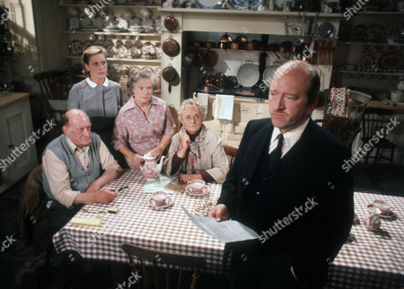 John Barrett as Mr Apse, Sally Sanders as Tindall, Gabrielle Blunt as Mrs Pope, Patsy Smart as Miss Bell and Robert Lang as Plunkett