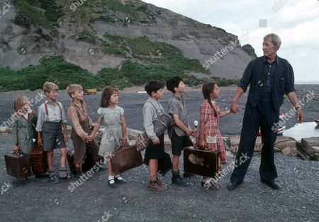 Henriette Baker as Anna, Alastair Haley as Ronnie, Frederik Heringa as Willem, Clare Drummond as Sheila, Phillippe Vadillo as Marjan, David Newton Schmitt as Pierre, Dorothee Boeuf as Little Rose and Peter O'Toole as John Sidney Howard