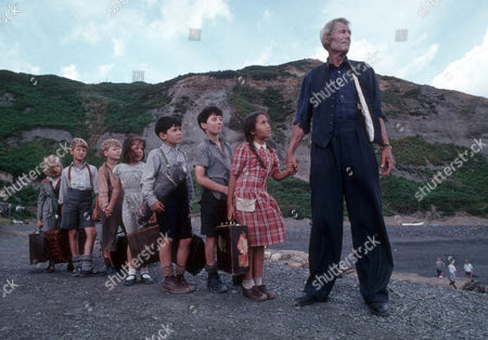 Stock Picture of Henriette Baker as Anna, Alastair Haley as Ronnie, Frederik Heringa as Willem, Clare Drummond as Sheila, Phillippe Vadillo as Marjan, David Newton Schmitt as Pierre, Dorothee Boeuf as Little Rose and Peter O'Toole as John Sidney Howard