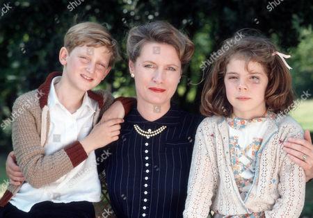 Alastair Haley as Ronnie Cavanagh, Susan Wooldridge as Mrs. Cavanagh and Claire Drummond as Sheila Cavanag