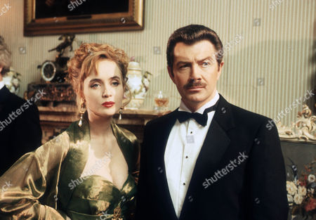 Lysette Anthony as Miss Scarlett and Lewis Collins as Colonel Mustard