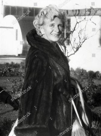 Actress Gladys Cooper Arrives At London Airport From New York. Dame Gladys Cooper (18 December 1888-17 November 1971).