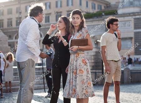 Crew member, Maria Rosaria Omaggio and Alessandra Mastronardi in Piazza Del Popolo
