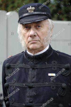 Tom Georgeson as Superint. Foley