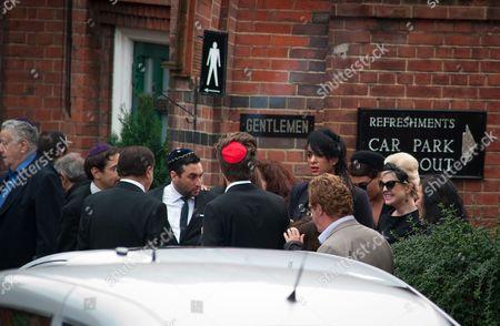 Alex Winehouse and Kelly Osbourne