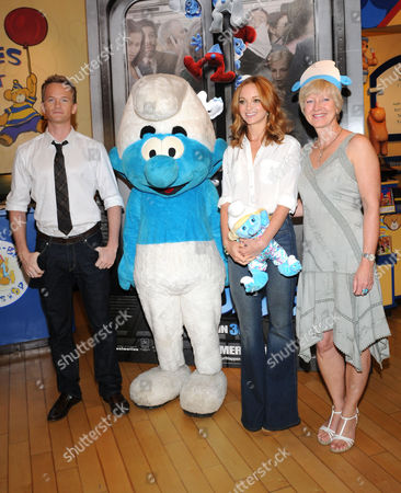 Neil Patrick Harris, Clumsy Smurf, Jayma Mays and Veronique Culliford