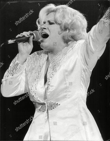 Singer Carroll Baker In Action At The Empire Pool