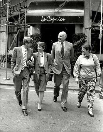L-r: Mike Hollingsworth Girlfriend Tv Presenter Anne Diamond Newsreader Gordon Honeycombe And Anne's Friend Shirley Leaving 'le Caprice' Restaurant After Lunch.