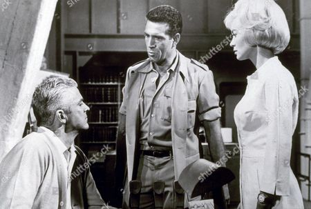 KIERON MOORE, DANA ANDREWS AND JANETTE SCOTT IN 'CRACK IN THE WORLD' - 1965