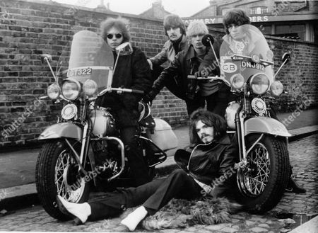 The Move - L to R Back Trevor Burton, Carl Wayne, Ace Kefford, Bev Bevan and Roy Wood (Sitting) - c 1968