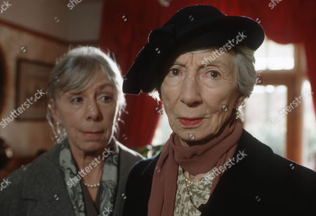 Freda Dowie as Muriel Gerard and Jean Anderson as Victoria Wainwright