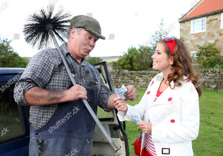 Dawn Bellamy (Nikki Sanderson) and David (David Lonsdale)