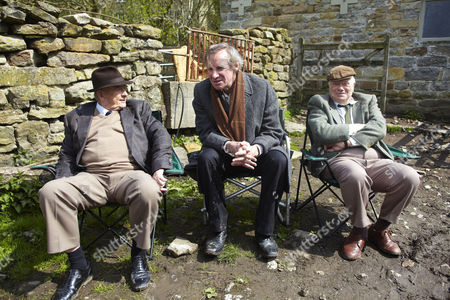 Nicholas Farrell as Gordon Buckley, Derek Fowlds as Oscar and William Simons as Alf.