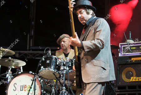Stock Image of Squeeze - Simon Hanson (drums) and John Bentley (bass)