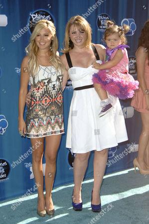 Ashley Tisdale, Jennifer Tisdale & daughter Mikayla Dawn McChesnie