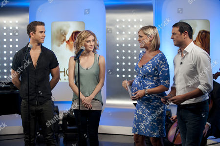 Stockafbeelding van Richard Fleeshman and Casey Levy with Jenni Falconer and Paddy McGuinness