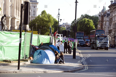 Parliament Square Protesters On The Pavement Next To Brian Haw Today Picture Jeremy Selwyn 22/07/2010 Brian Haw Died 18/6/2011