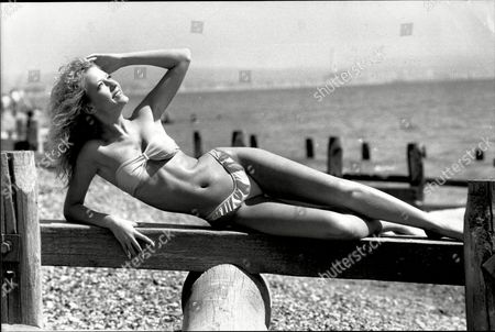 Julie Davis Of Worthing On Worthing Beach - Hot Weather Pix - 1989