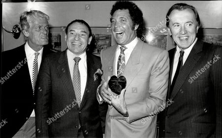 Pete Murray Cliff Morgan Tom Jones And David Frost Pictured At The Variety Club To Celebrate Tom's 25th Anniversary In Showbiz