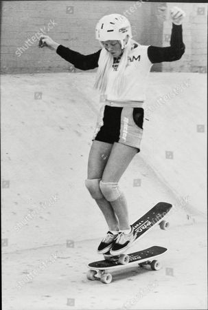 14-year-old Jacqueline Jones Of Los Angeles Skateboarding At The Mad Dog Bowl In The Old Kent Road.