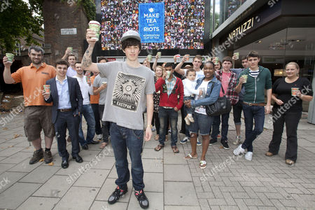 Stock Image of Sam Pepper with the display in Tottenham Court Road