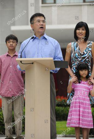 Gary Locke, wife Mona Lee and family
