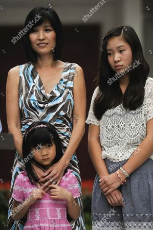 Stock Photo of Mona Lee and daughters
