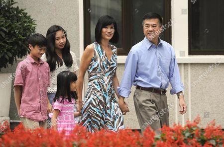 Gary Locke, wife Mona Lee and children
