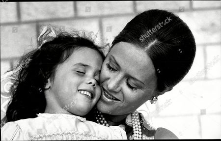 Princess Muna Of Jordan (toni Gardiner) With Her Daughter Zein
