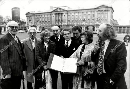 A Petition To The Queen Of Almost 1000 Signatures Is Handed In To The Palace By Lord Bernard Miles Appealing For Her To Endorse A National Arts Day. L- R Are John Barron Frank Finlay Sylvia Simms Lord Miles Edward Fox Michael Jayston Diana Sheridan And Equity General Secretary Peter Plouviez.